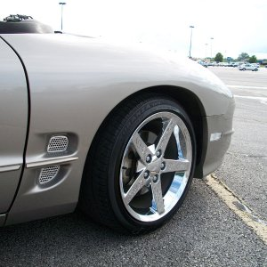 Another shot of the vette wheels. Taken Monday, May 25th, 2009.